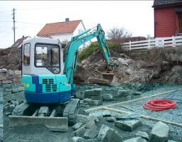 IHI 35 nx. 3,5 tonn minigraver med gummibelter: Graveskuff med renskeskjær, grøfteskuff og Pigghammer/ meisel.